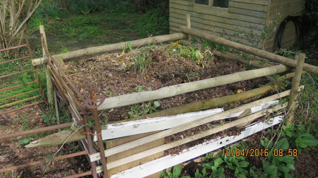 Compost heap builds up heat like Stomach Damp Heat