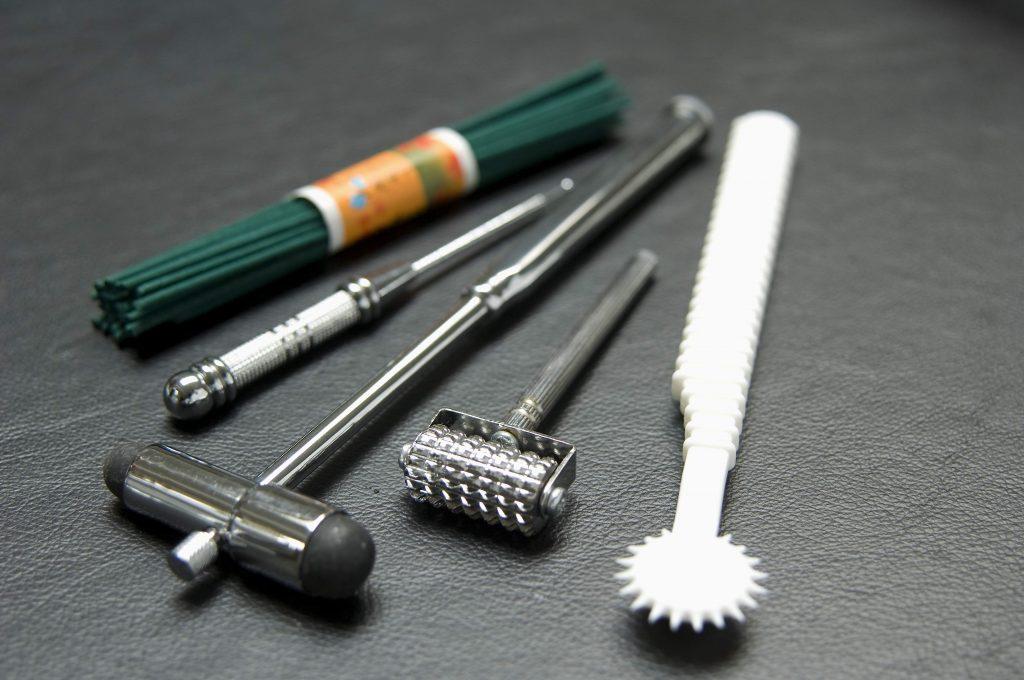 Moxa Roller, Hammer and Materials