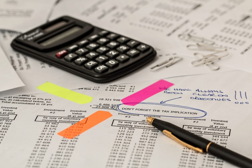 Accounting, balance sheet and calculator - overwork, one of the causes of empty yin