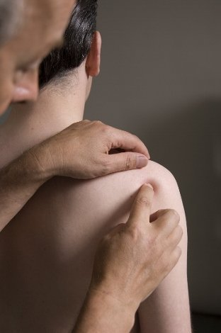 A dor no ombro geralmente se beneficia da vesícula biliar contralateral 34