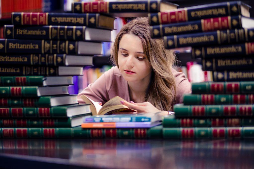Os alunos precisam de muitos livros de medicina chinesa!
